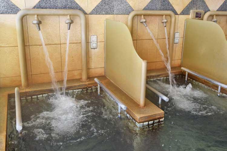 打たせ湯 南アルプス釜無川温泉 むかわの湯